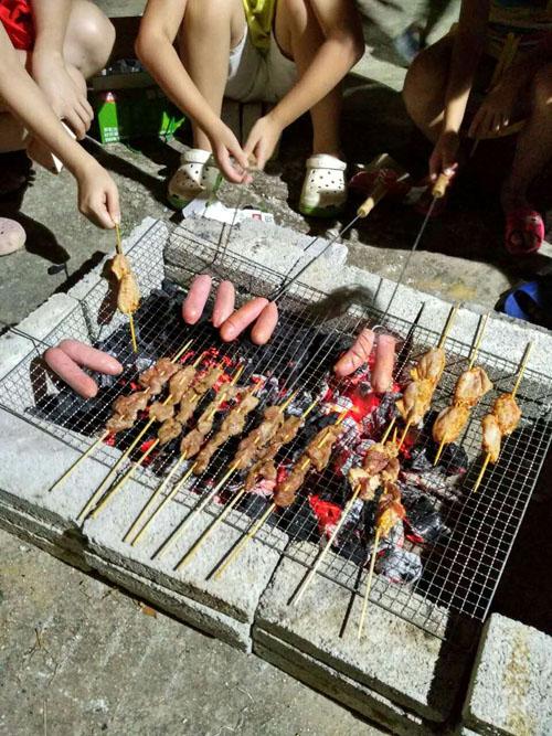 恒邦旅游开展烧烤活动