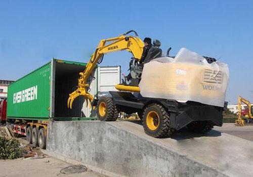 日本二手挖掘机械进口报关装卸现场