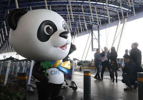 进口博览会汇聚130多个国家和地区、1300多家企业参展